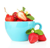 Ripe sweet strawberries in blue cup, isolated on white — Stock Photo