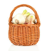Fresh garlic, in wicker basket isolated on white — Stock Photo
