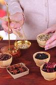 Sprzedaż herbaty, kawy i różnych przypraw — Zdjęcie stockowe