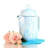 Antigo bule de chá branco isolado no branco — Foto Stock