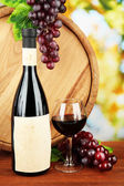 Composition of wine, wooden barrel and grape, on bright background — 图库照片