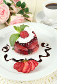 Tasty jelly dessert with fresh berries, on color wooden background — 图库照片