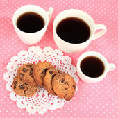 Cups of coffee with cookies on pink napkin — Stock Photo