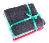Handtücher gebunden mit band isoliert auf weiss — Stockfoto