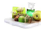 Ingredientes para la fabricación de jabón, aislados en blanco y jabón a mano — Foto de Stock
