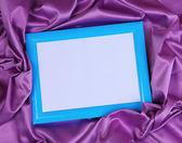 美丽的丝绸背景上的空框架 — 图库照片