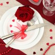 Table setting in honor of Valentine's Day close-up — Stock fotografie