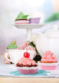 Beautiful cupcakes on dining table on room background — Stock Photo