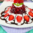 Tasty jelly dessert with fresh berries, on pink roses background — Lizenzfreies Foto