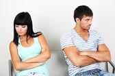 Vackra kärleksfulla par gräl i rum — Stockfoto