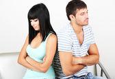 Linda amorosa briga de casal no quarto — Foto Stock