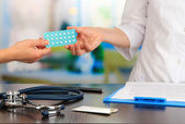 Gynecologist appoints hormone pills patient — Stock Photo