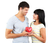 Vackert älskande par med hjärta isolerad på vit — Stockfoto