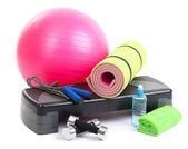 Verschiedene Tools für Fitness isoliert auf weiss — Stockfoto
