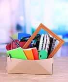 Personal property in carton on office desk — Stock Photo