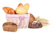 Baked bread in wicker basket isolated on white — Foto Stock