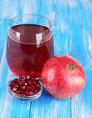 Glass of fresh garnet juice on table close-up — Stock Photo