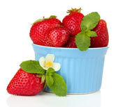 Ripe sweet strawberries in bowl, isolated on white — Stock Photo