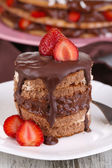 Chocolate cake with strawberry on wooden table close-up — Stock Photo
