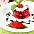 Tasty jelly dessert with fresh berries, on pink roses background — Foto de Stock