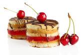 Sabrosas galletas pasteles, aislados en blanco — Foto de Stock