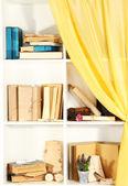 白い棚に関する多くの書籍 — ストック写真