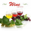 Glasses of wine and ripe grapes with leaves isolated on white — Stock Photo