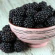 Sweet blackberries in bowl on table close-up — Stockfoto