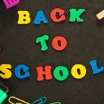 Mała tablica przyborów szkolnych. Powrót do szkoły — Zdjęcie stockowe