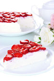 Cheesecake with fresh strawberry on white plate closeup — Stock Photo