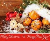 圣诞节的作文与桔子和杉木树在圣诞老人帽子 — 图库照片