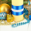 Foto Stock: Yellow candle with Christmas decoration