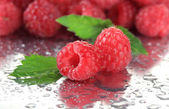Ripe sweet raspberries with drops, close up — Stock Photo