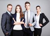 Business team står i rad på grå bakgrund — Stockfoto