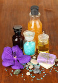 Beautiful spa setting on wooden table close-up — Stock Photo