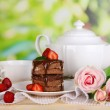 Chocolate cake with strawberry on wooden table on natural background — Stock Photo #29130957