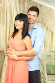Vackra unga romantiska par, utomhus — Stockfoto