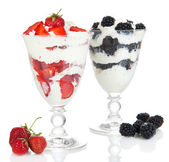 Natural yogurt with fresh berries isolated on white — Stock Photo