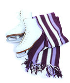 Figure skates with scarf isolated on white — Stockfoto