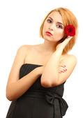 红玫瑰性感的年轻女人的肖像 — 图库照片