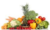 Variedade de frutas frescas e vegetais, isolados no branco — Fotografia Stock