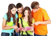 Glad grupp vackra unga studenter, isolerad på vit — Stockfoto