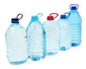Agua en botellones aislados en blanco — Foto de Stock