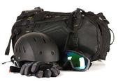 Winter sport brille, helm und handschuhe, rucksack, isoliert auf weiss — Stockfoto