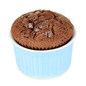 Cupcakes i skålar för bakning isolerad på vit — Stockfoto