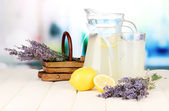 лаванда лимонад, на светлом фоне — Стоковое фото