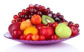 Surtido de frutas jugosas aislado en blanco — Foto de Stock