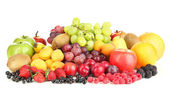 Färska frukter och bär isolerad på vit — Stockfoto