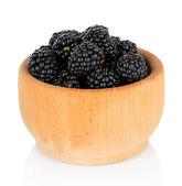 甘いブラックベリーのボウルに白を分離します。 — ストック写真