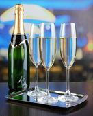 Champagne i glasen i restaurang — Stockfoto